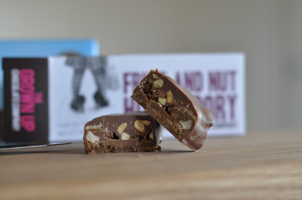 Så ser den ut - Fruit and Nut Hunky Dory by The Grown Up Chocolate Company.