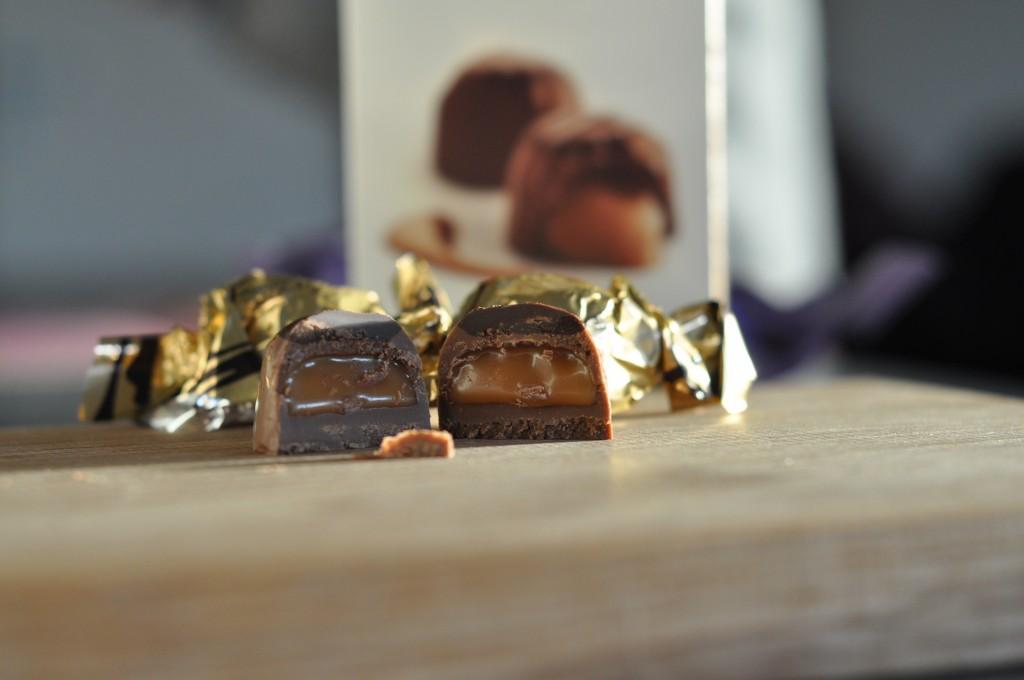 Insidan av chokladpralinerna Lily O'Brien's Sticky Toffee.