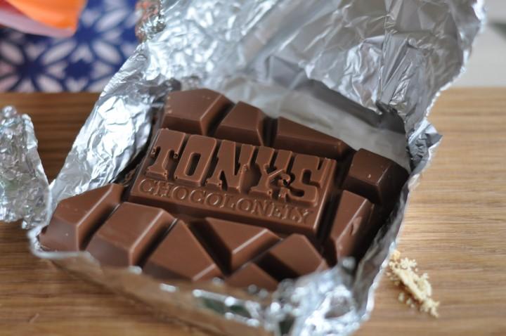 Choklad formgjuten som text.