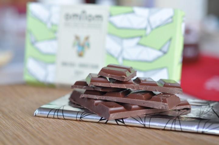 Choklad med förpackning bredvid